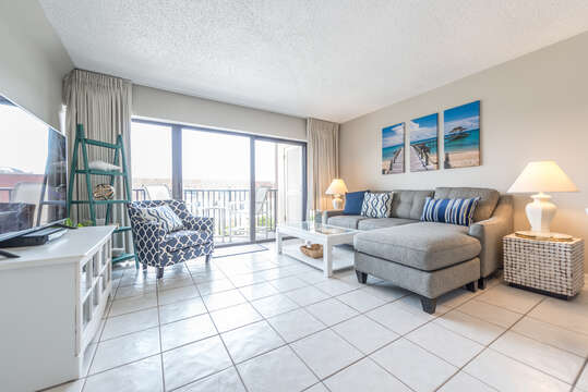 Very bright and inviting unit for your next beach holiday