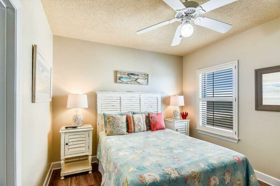 Guest Room with a Queen Size Bed