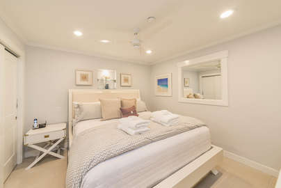 King bedroom with ensuite bathroom