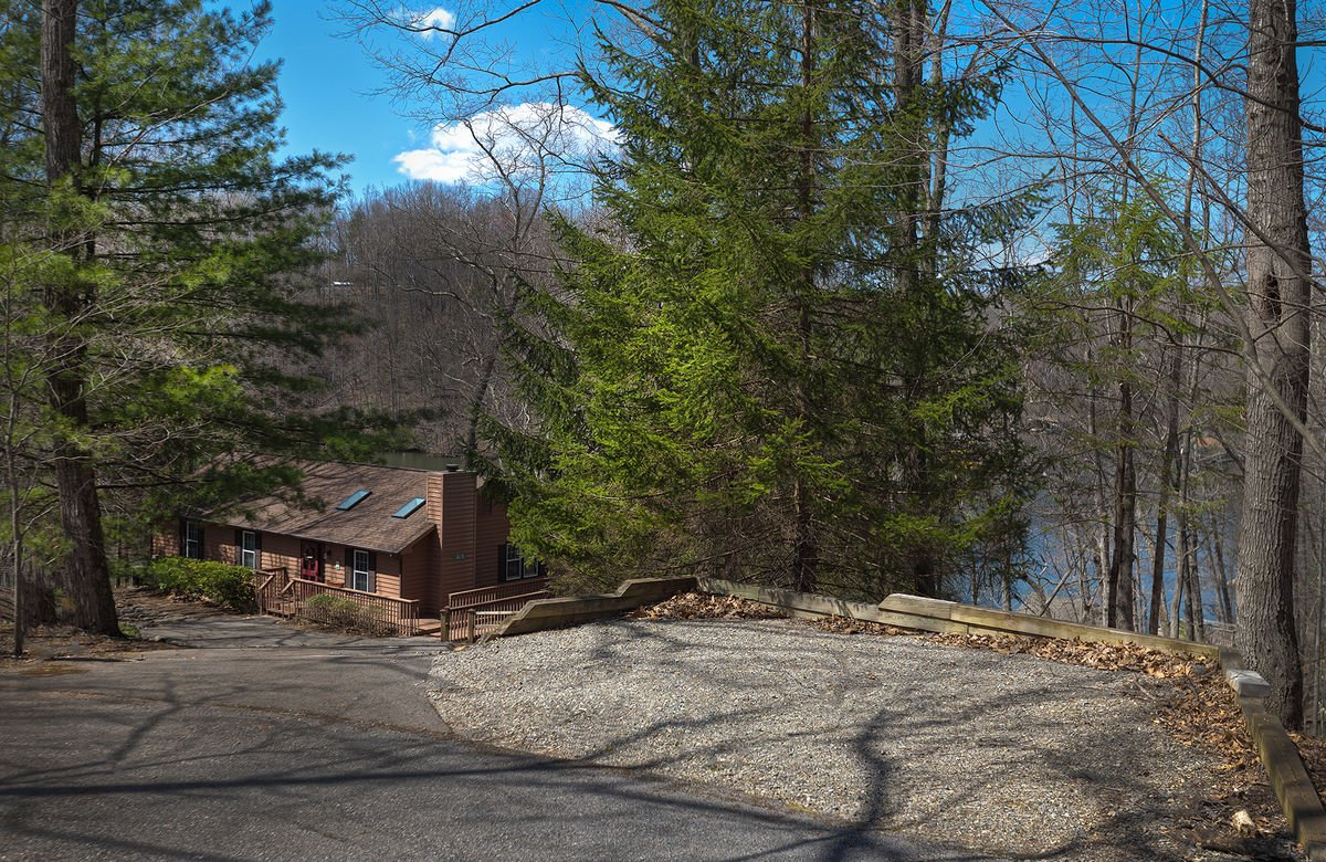 Entrance to this Smith Mt Lake vacation rental; space for trailer, near street