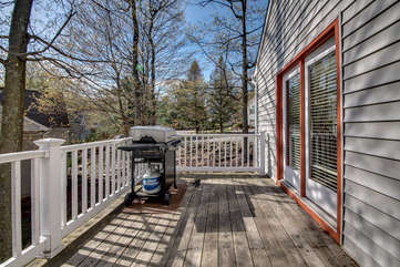 outdoor grill on the deck of this pocono vacation home rental