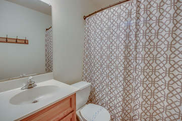 Bathroom Located in Vacation Rental in the Poconos by Lake with a Toilet and Shower.