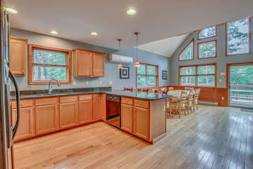 Fully functional Kitchen with Dining Area