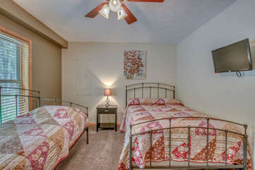 1st Floor Bedroom with Day Bed and Twin Bed