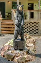 The grizzly bear statue that this Lake Harmony rental is named after, in the front driveway.