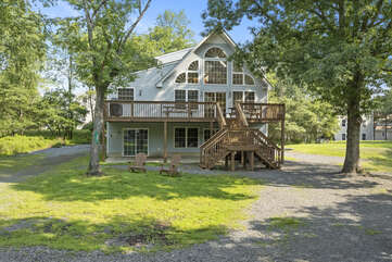 Exterior view of this Poconos house vacation rental.