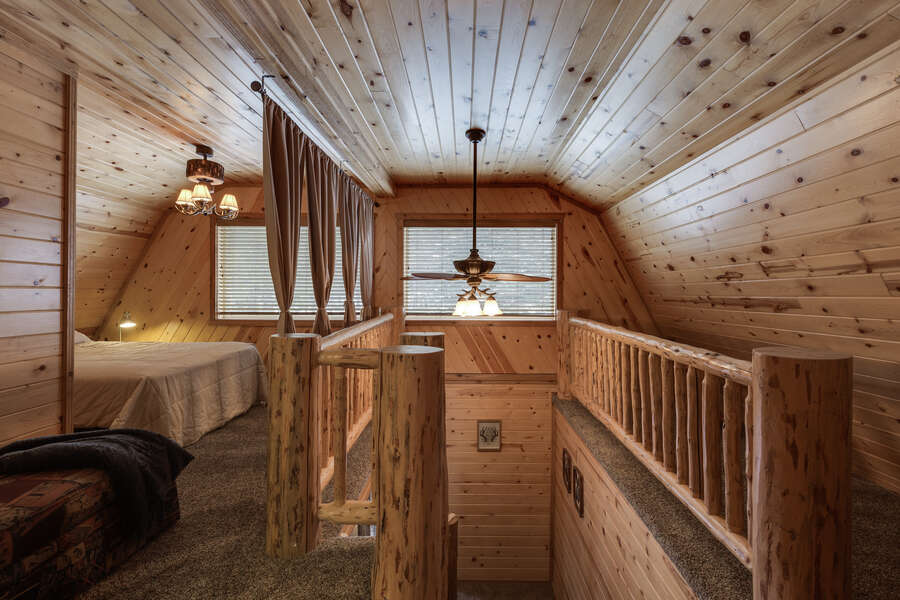 Roger Dodger ~ In main house. Loft w/ a queen bed. Considering this a bedroom. (Bedroom #2)