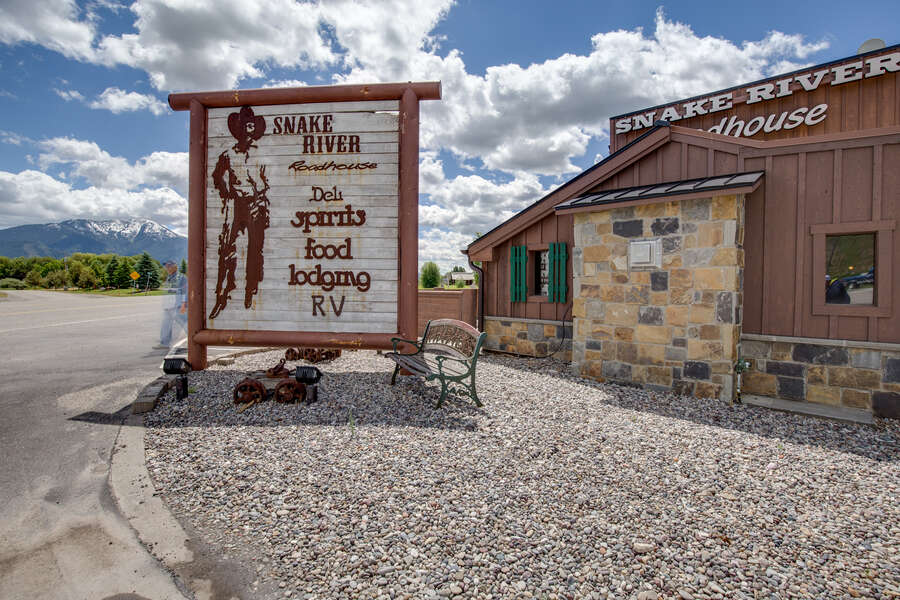 Snake River Roadhouse Cutty's