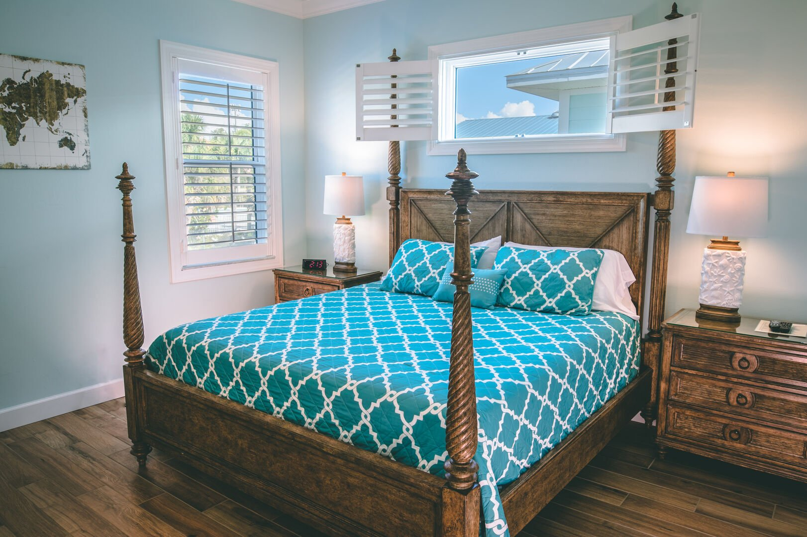 Bedroom with winds and nightstands
