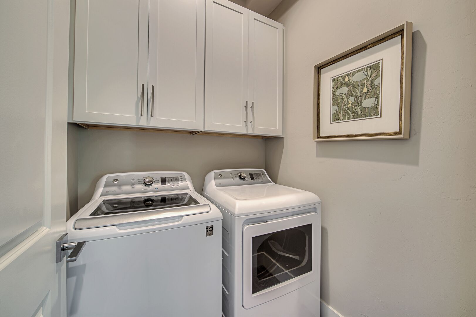 Laundry room with washer/dryer combo