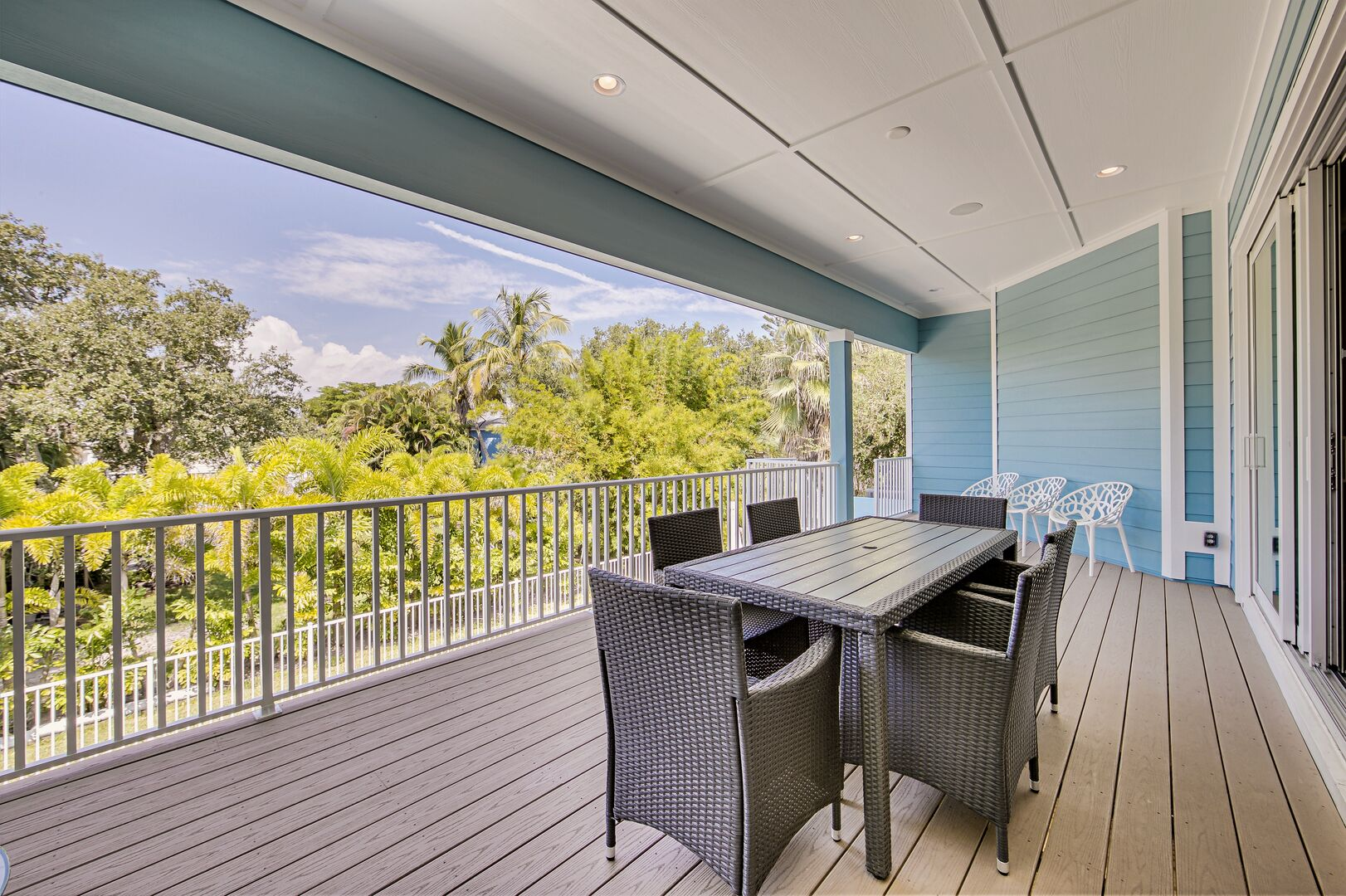 Seating for 6 on the deck of this vacation rental near Fort Myers Beach