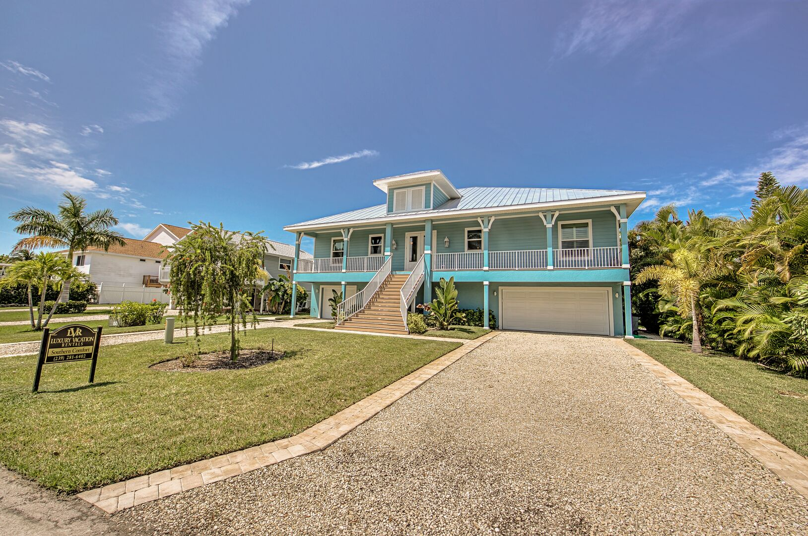 Driveway and front entrance to this vacation rental near Fort Myers Beach