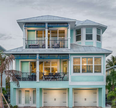 Close picture of the front exterior of this Fort Myers Beach rental.
