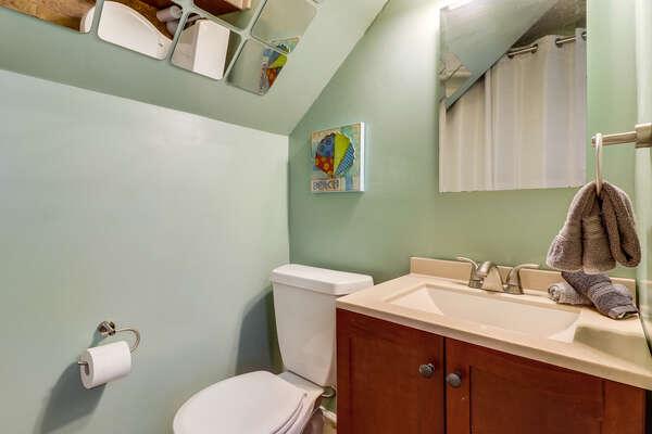 en suite 1/2 bathroom