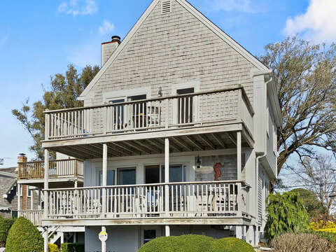 View of both the upper and lower decks- 325 Main Street Chatham Cape Cod - New England Vacation Rentals
