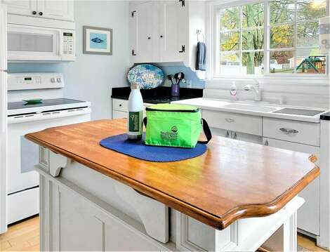 Fully equipped kitchen with dishwasher - 25 Grey Neck Road West Harwich Cape Cod - New England Vacation Rentals