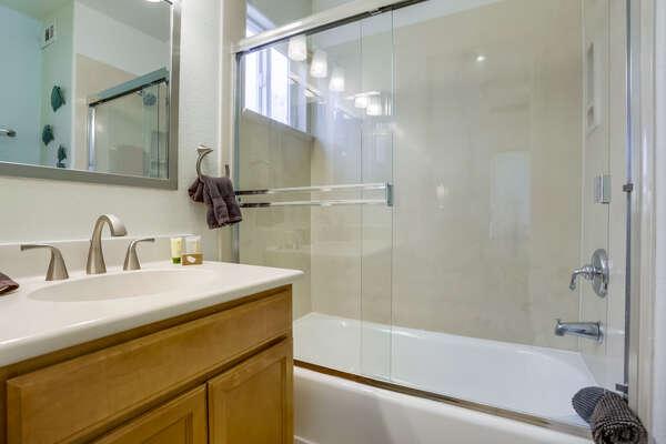 2nd floor en suite bathroom with tub/shower combo