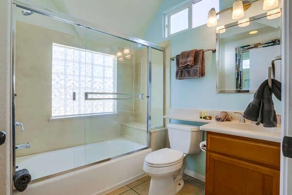 3rd floor MASTER en suite bathroom with tub/shower combo