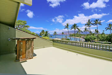 Ocean view balcony and outdoor shower from Makai loft bedroom.
