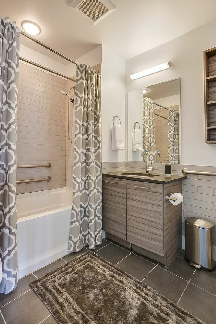 Bathroom with Shower/Tub Combo and Single Vanity