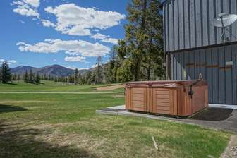 Right on the Fairway, Enjoy Mountain Views from your Hot Tub