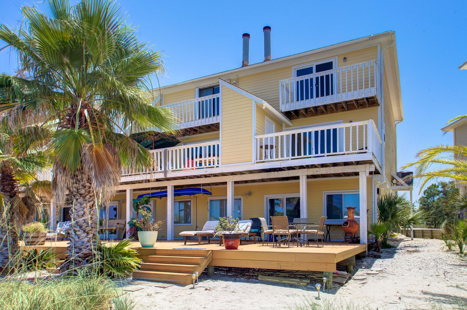 An Image of the Front of Vacation Rental in Pensacola Florida.