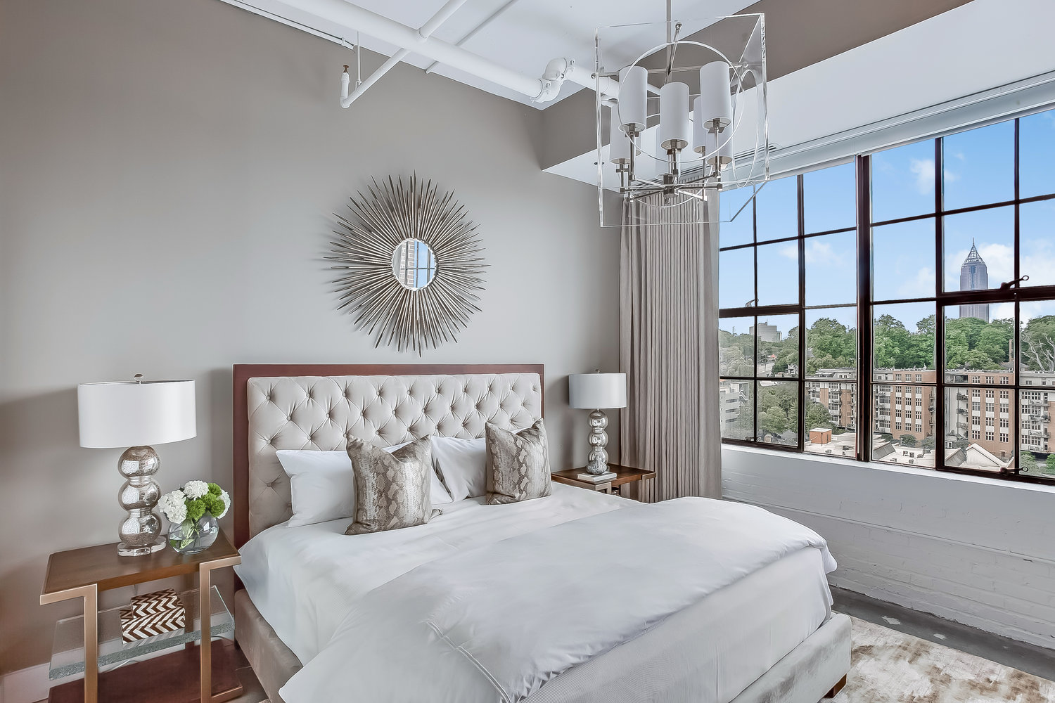 Large Master Bedroom with Greatview of City