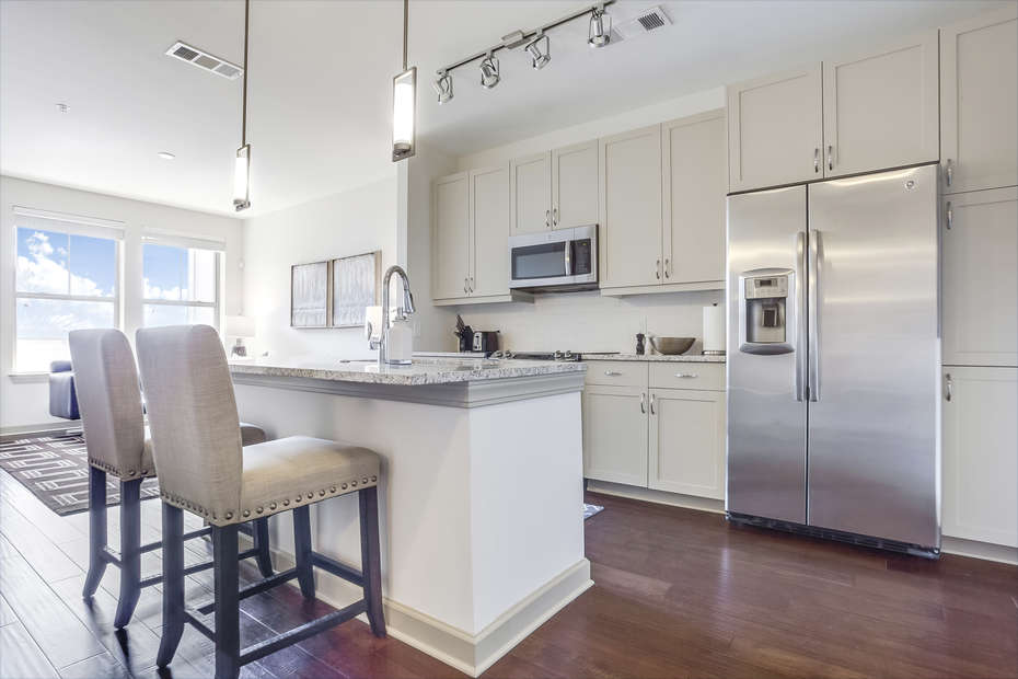 Fully equipped Kitchen with Breakfast Bar Seating for Two
