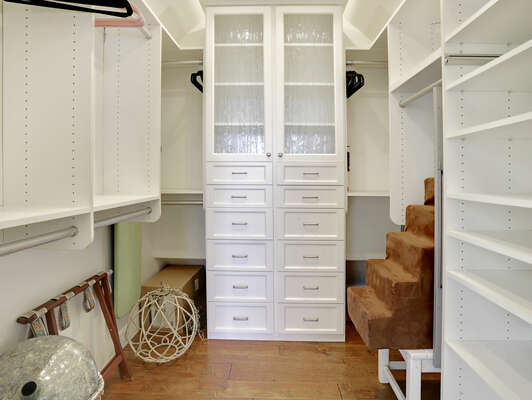 Master Bedroom w/ Large Walk-In Closet –Third Floor