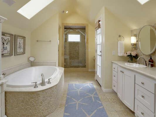 Master En-Suite Bathroom - Third Floor