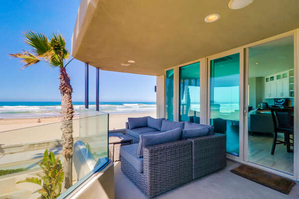 Oceanfront Side Balcony of this Mission Beach oceanfront rental.