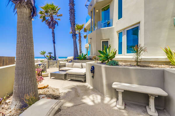 Beachfront Patio of this Mission Beach oceanfront rental.