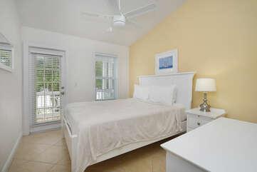 Queen bed with TV, balcony