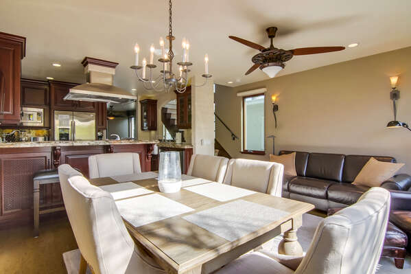 Image of Beautiful Dining Table in Property.
