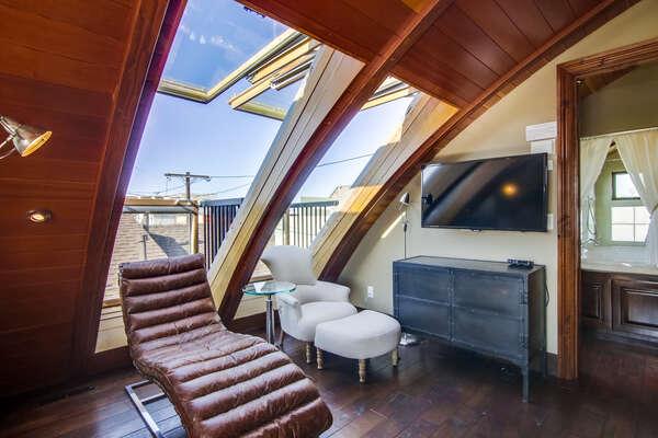Master Bedroom Sitting Area - Third Floor