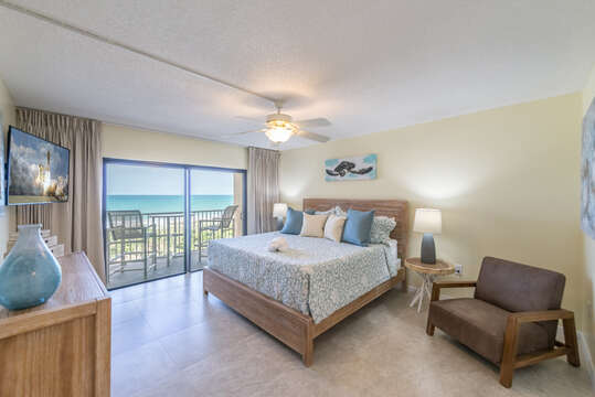 Master bedroom with a private ocean facing view (king bed, ensuite bathroom an walk-in closet, 55
