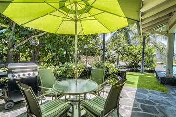Outdoor dining with Grill