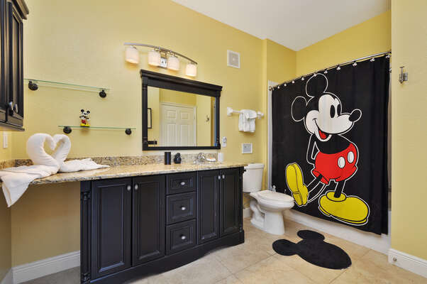 Large family bathroom for everyone to share