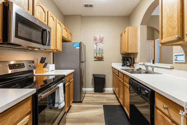 The fully equipped kitchen offers all the basics to prepare delicious family meals