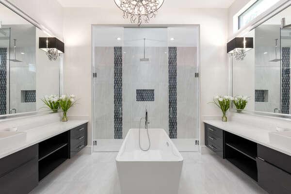 En-suite master bathroom featuring a garden tub