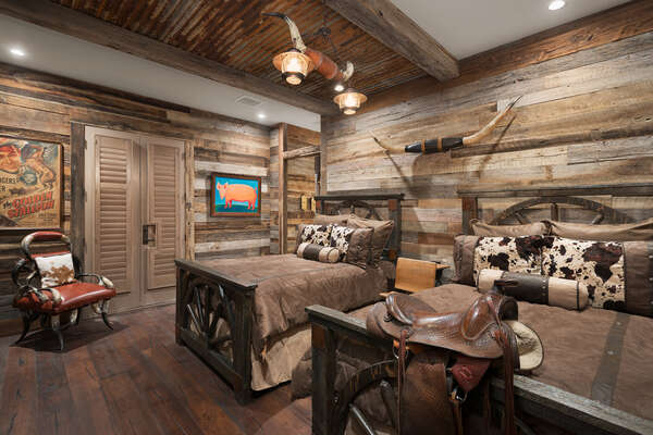 The Fort Worth theme bedroom features two full beds and en-suite bathroom