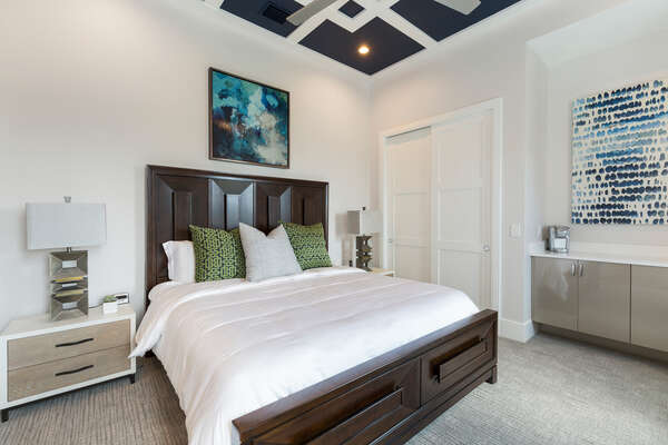 Master suite 4 features king size bed and en-suite bathroom