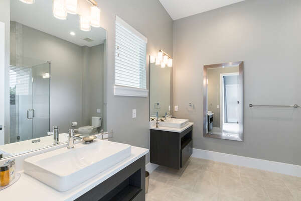 En-suite bathroom with his and her vanities