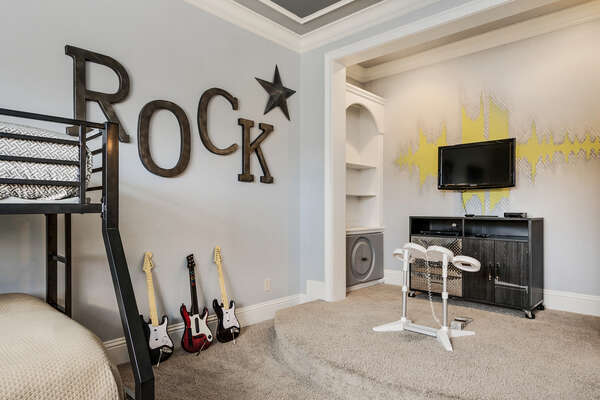The little ones will have fun with the 32-inch TV, Wii, Rock Bank video game