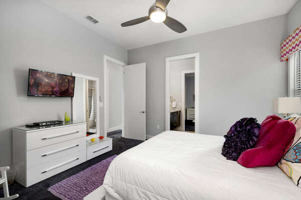 Bedroom 4 has a 32-inch TV and Jack-n-Jill bathroom