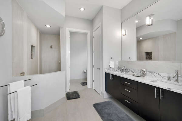 It also features a large walk-in shower