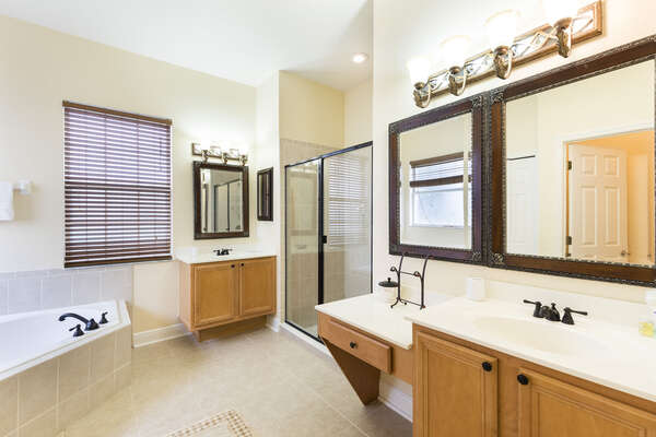 The master bathroom has everything you can wish for when vacationing