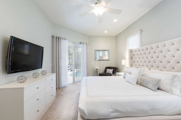 The master suite has a King bed, TV, and en-suite bathroom
