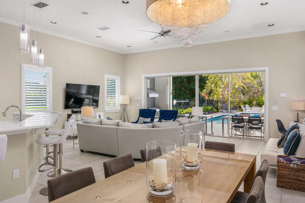 The completely open space is perfect for family evenings in