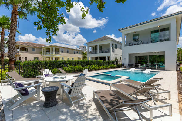 Spend a gorgeous Florida day on the sun loungers